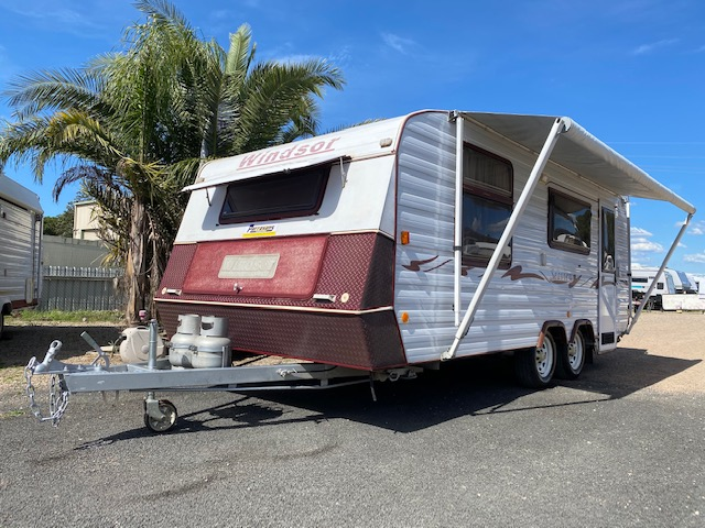 2005 Windsor Seaview 18' with Full Awning Tent (SN10085)